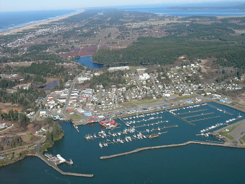 Ilwaco lies on the Long Beach Peninsula, on the north bank of the Columbia River where it meets the Pacific Ocean.