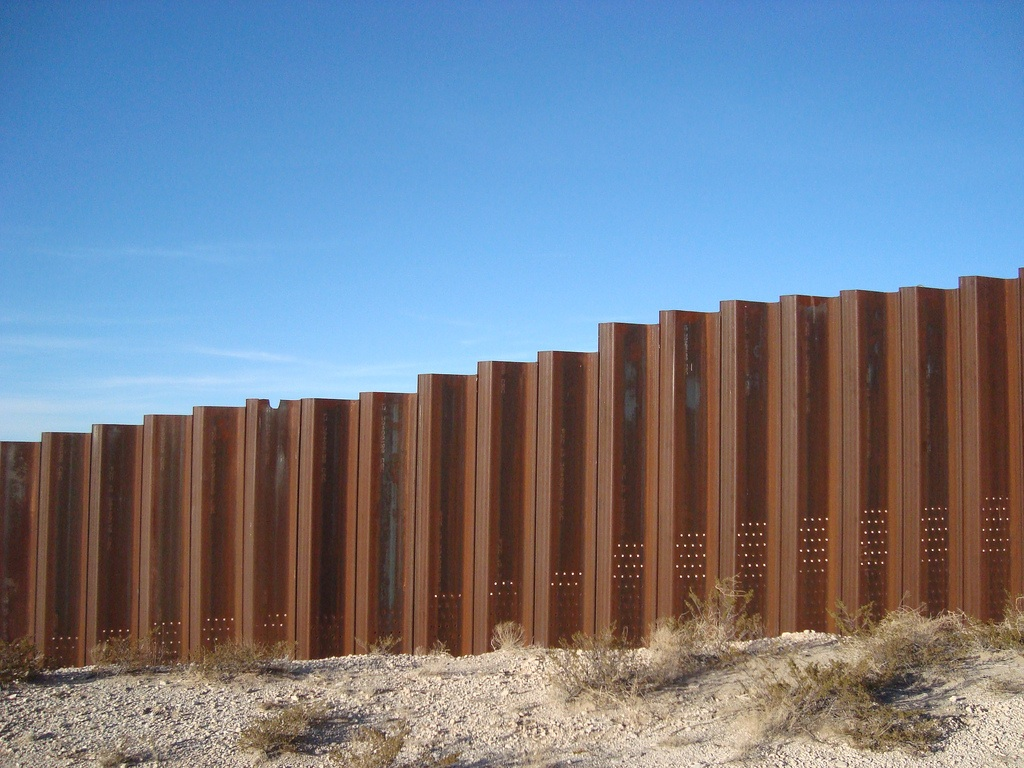 Mexican_Border_Fence_Flickr_User_dwns.jpg