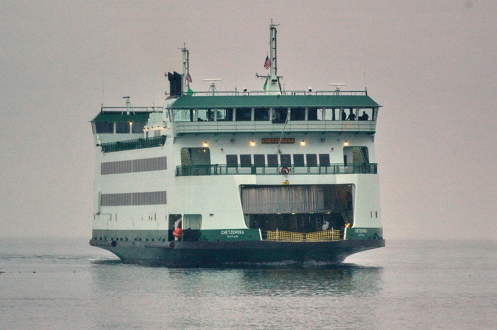 Washington_state_ferry_Chetzemoka3.jpg