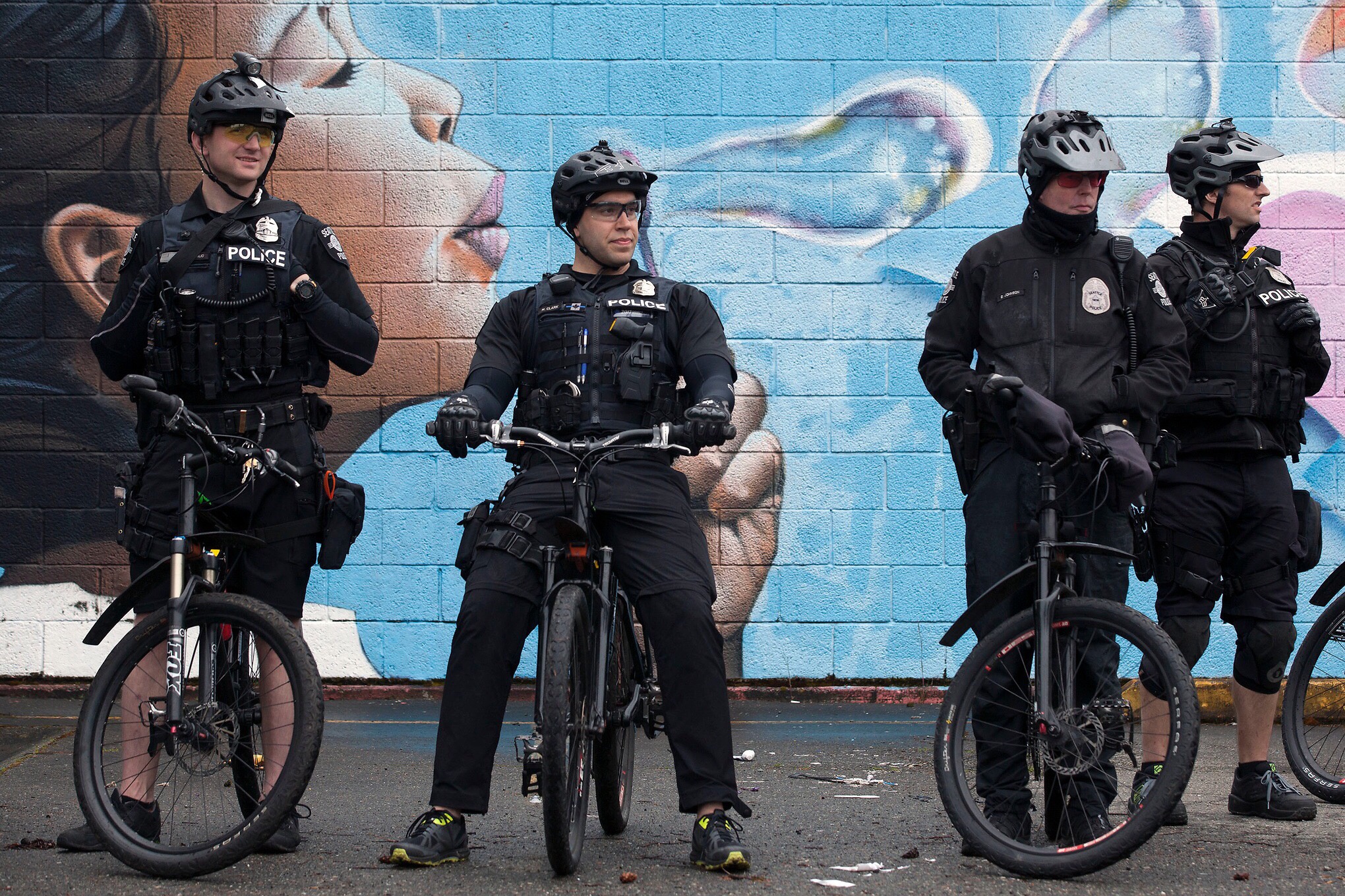 Details and critics emerge for new Seattle police contract