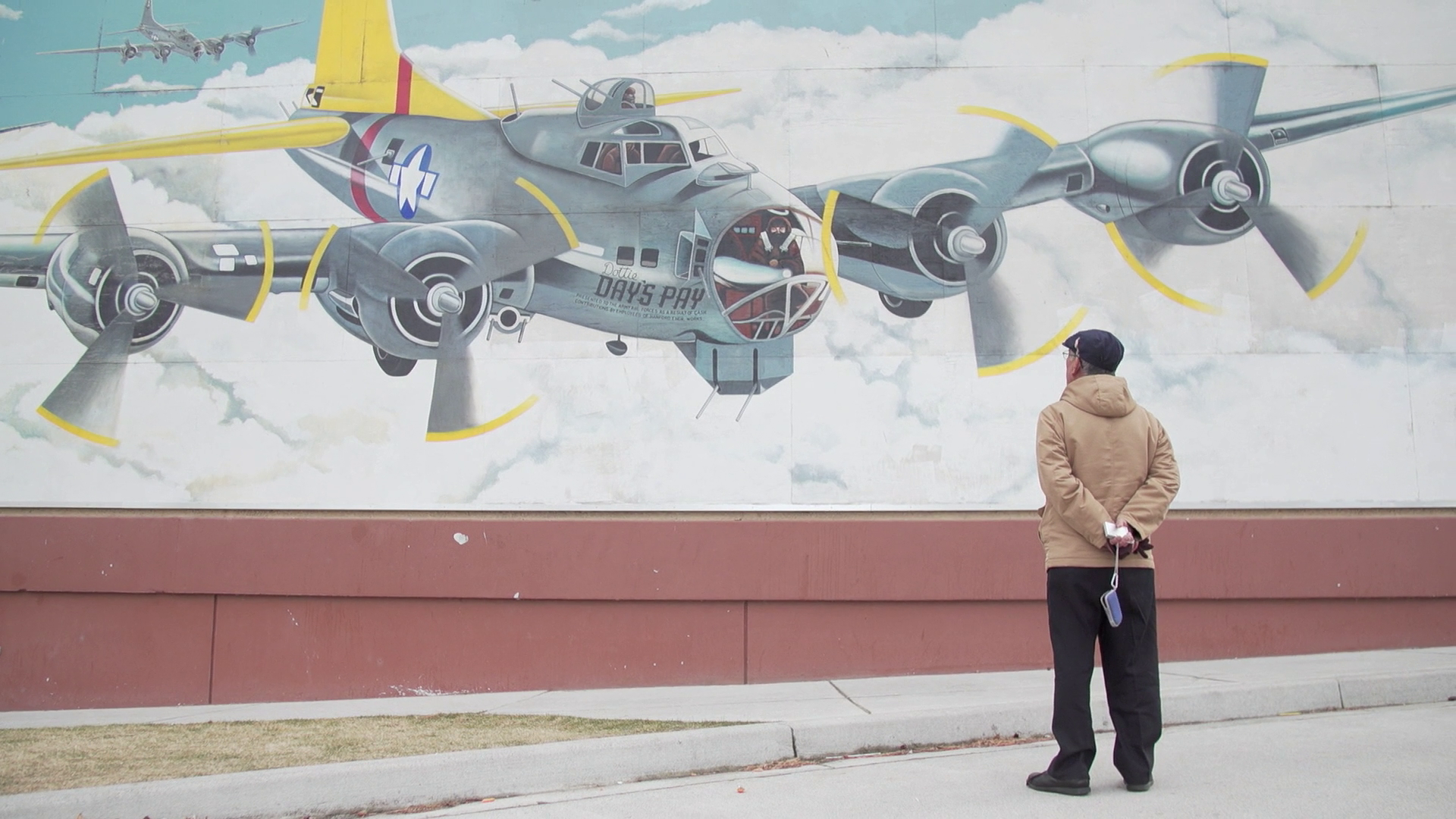 Mitsugi Moriguchi, who survived the atomic bombing of Nagasaki, looks at a mural at Richland High School.