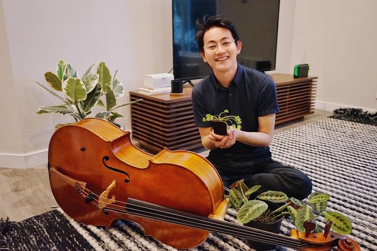How a Seattle Symphony cellist brings classical music to social media