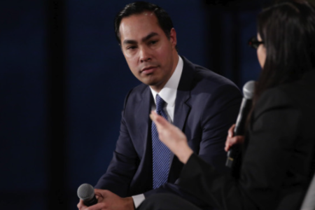 Julián Castro, Former US Secretary of Housing & Urban Development with Crosscut Managing Editor Florangela Davila at Crosscut Festival 2018.	Credit: Jason Redmond for Crosscut