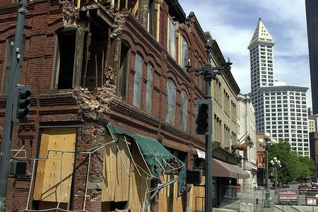 Earthquake  to_Cadillac_Hotel_2nd_Ave_S_in Pioneer_Square 2001