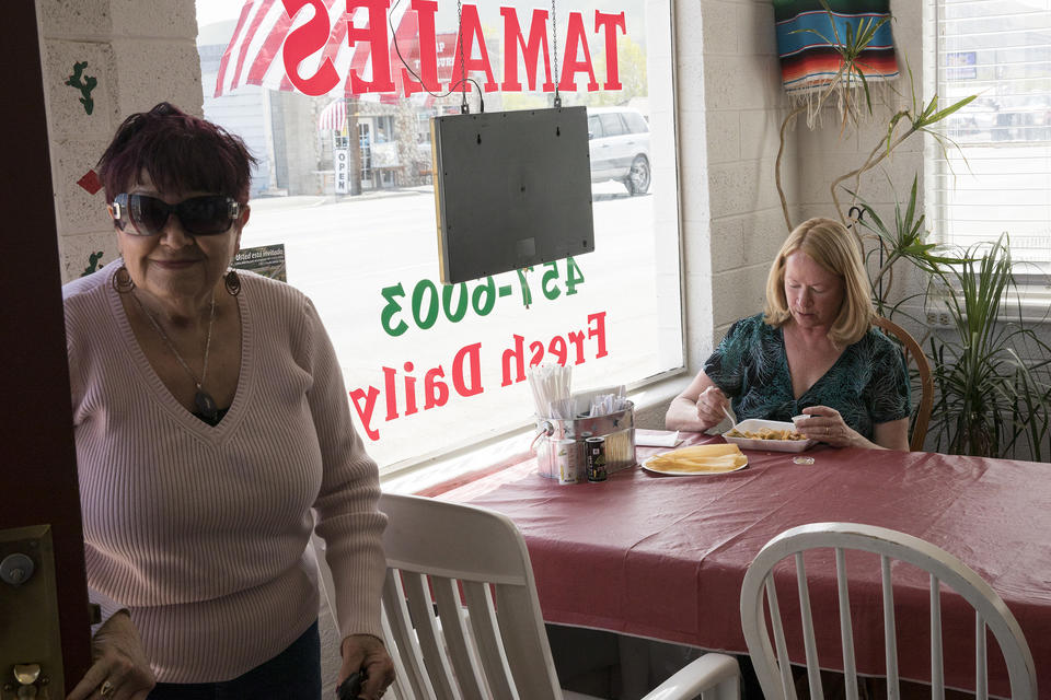 Customers at Los Hernández Tamales