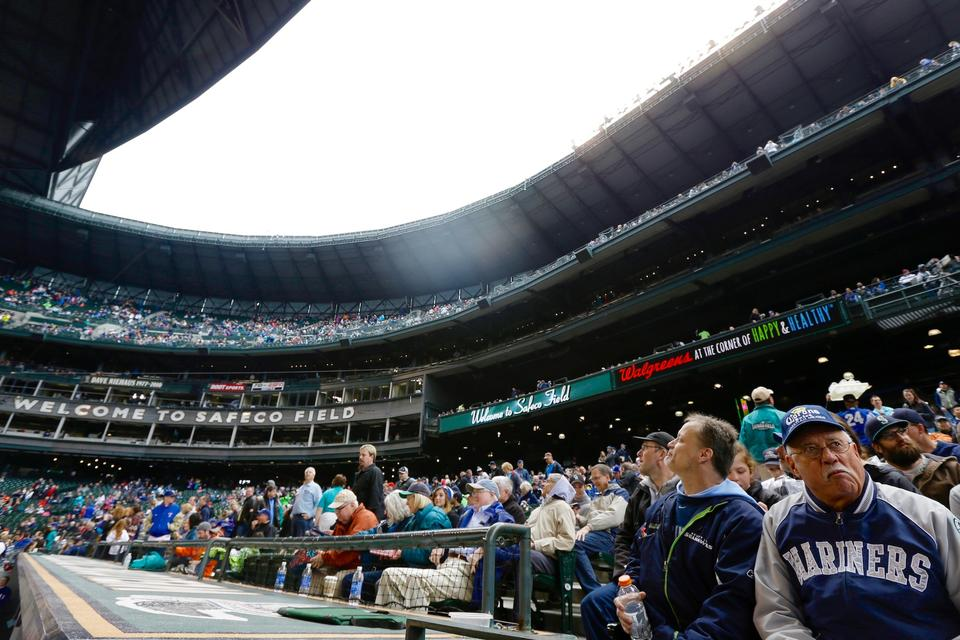 Safeco Field roof closes